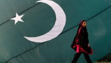 woman-pak-flag